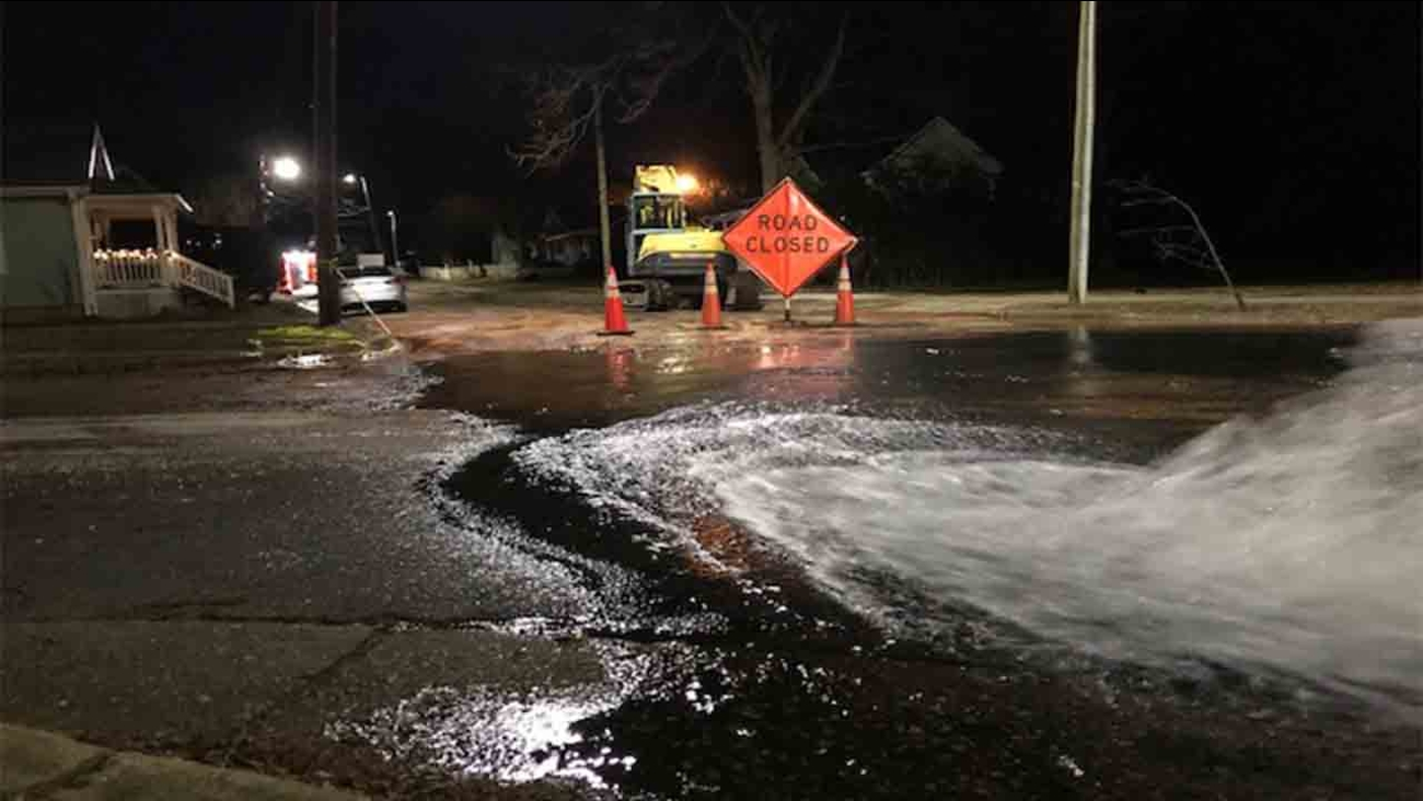 Water main break causes delays in Downtown Raleigh