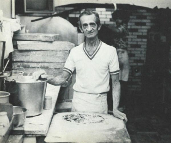 "<div class=""meta image-caption""><div class=""origin-logo origin-image ""><span></span></div><span class=""caption-text"">5. Sally's Apizza, New Haven Conn. (Tomato Pie: Tomato Sauce, no cheese) (SallysApizza.com)</span></div>"