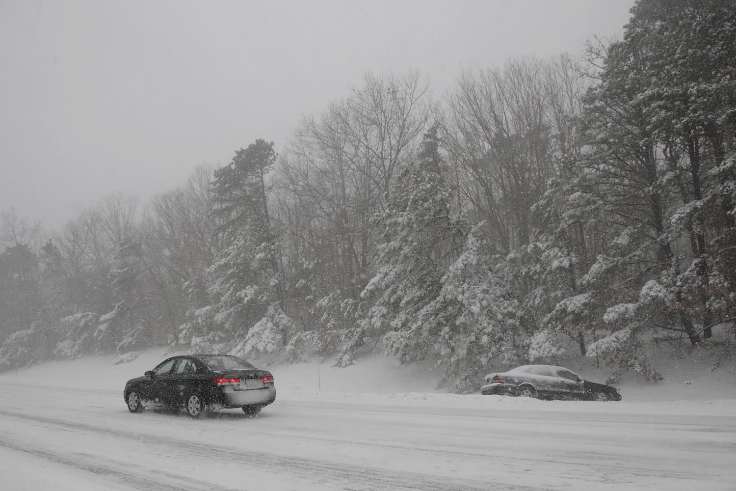"<div class=""meta image-caption""><div class=""origin-logo origin-image ap""><span>AP</span></div><span class=""caption-text"">A vehicle, right, driven by Orlando Igmat, of New Milford, N.J., sits in a snowbank after skidding off the Garden State Parkway on his way to work during a snowstorm, Jan. 4, 2018. (AP Photo/Julio Cortez)</span></div>"