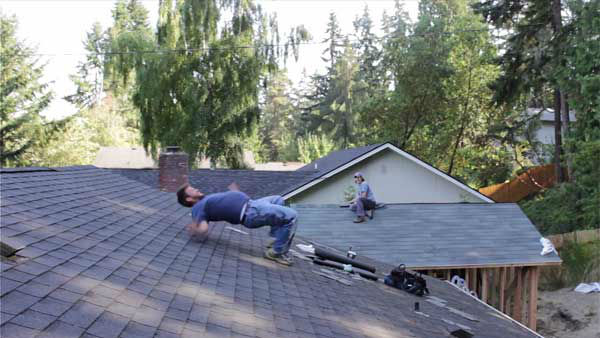 "<div class=""meta image-caption""><div class=""origin-logo origin-image ""><span></span></div><span class=""caption-text"">The ''this is how roofers get low'' flail (Creative Content Photo/ YouTube, Andrew Wilcox)</span></div>"
