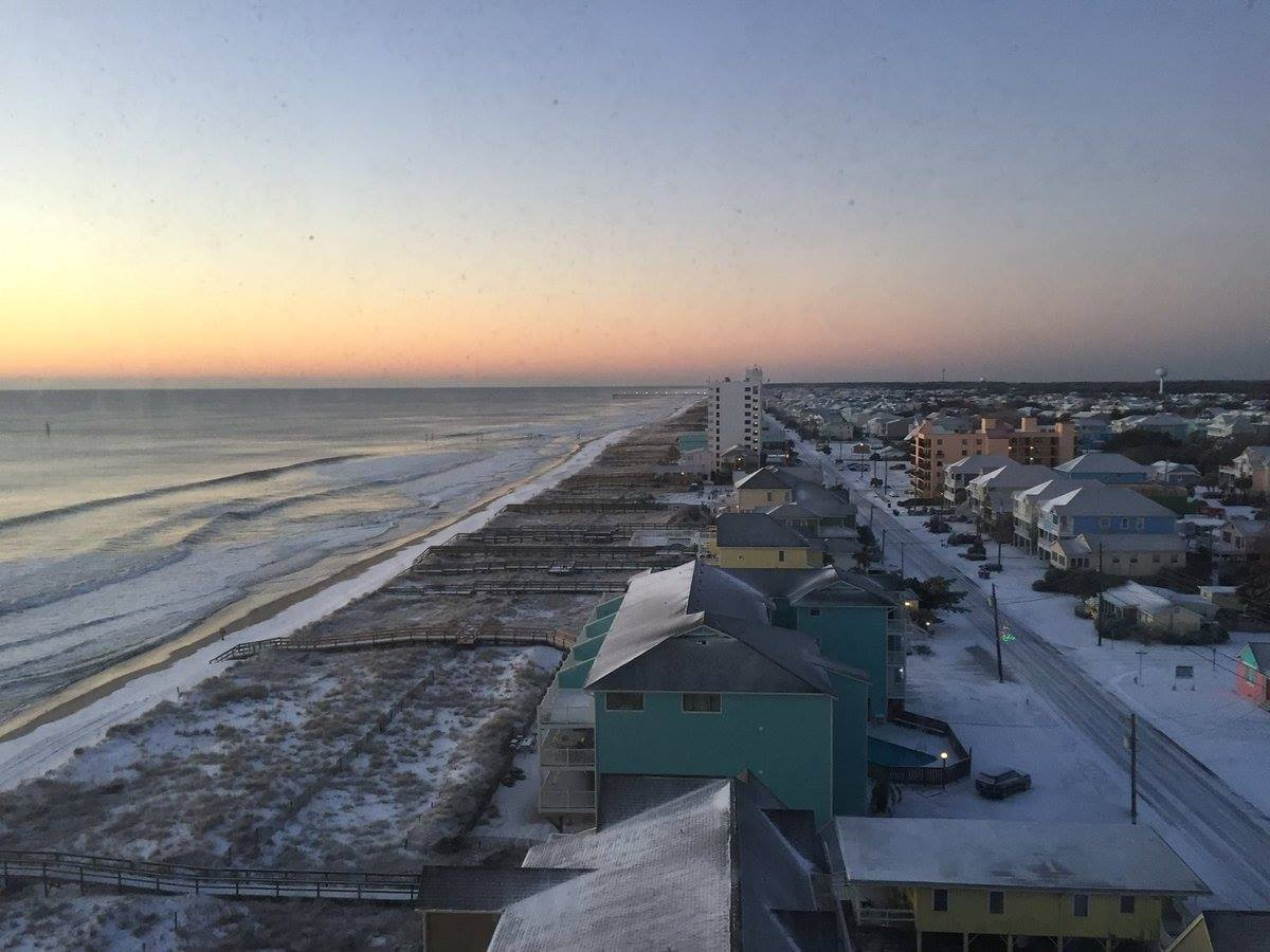 "<div class=""meta image-caption""><div class=""origin-logo origin-image none""><span>none</span></div><span class=""caption-text"">Snow at the North Carolina coast (WWAY/Bill Buckley in Carolina Beach)</span></div>"