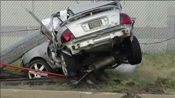 Driver killed after striking pole in South Philadelphia