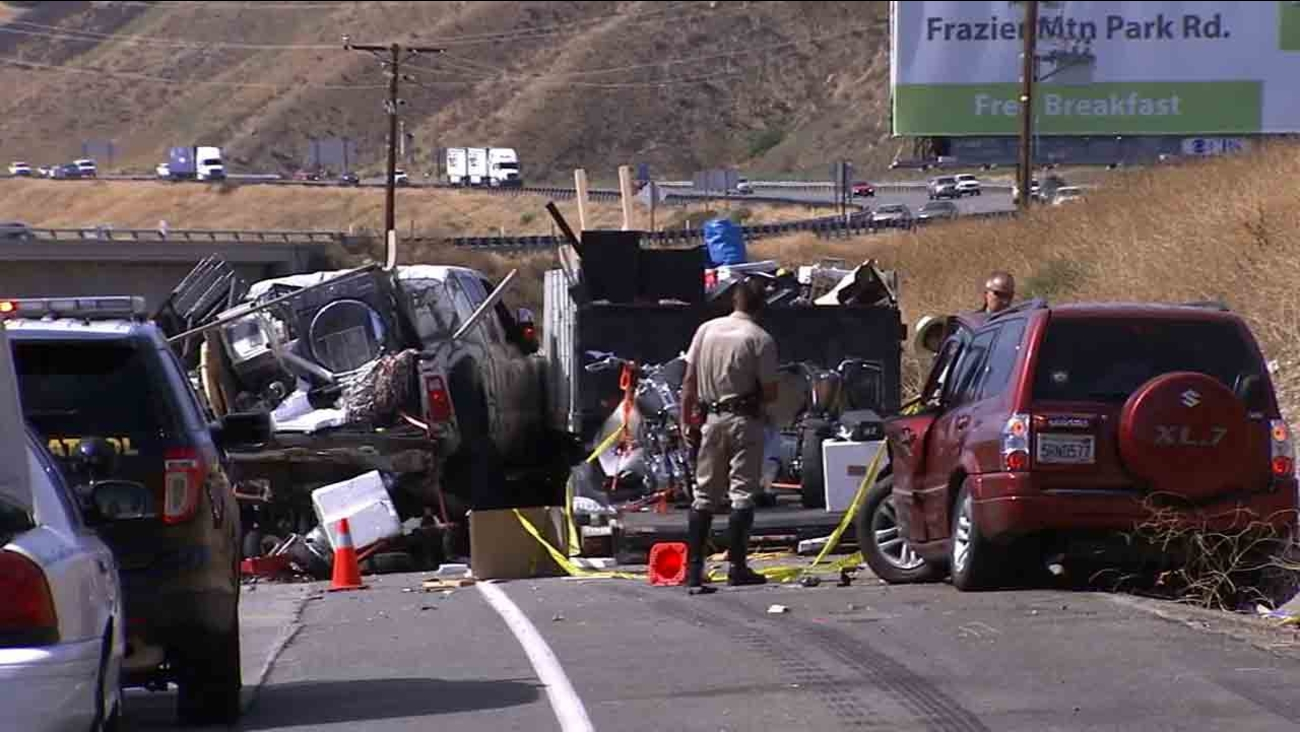 1 killed, 6 injured in 5 Freeway crash in Castaic | abc7 com
