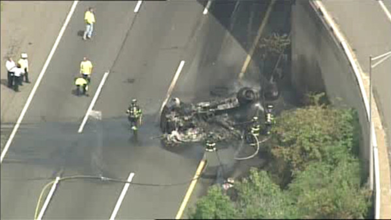 Tractor trailer accident shuts down NJ Turnpike lanes in