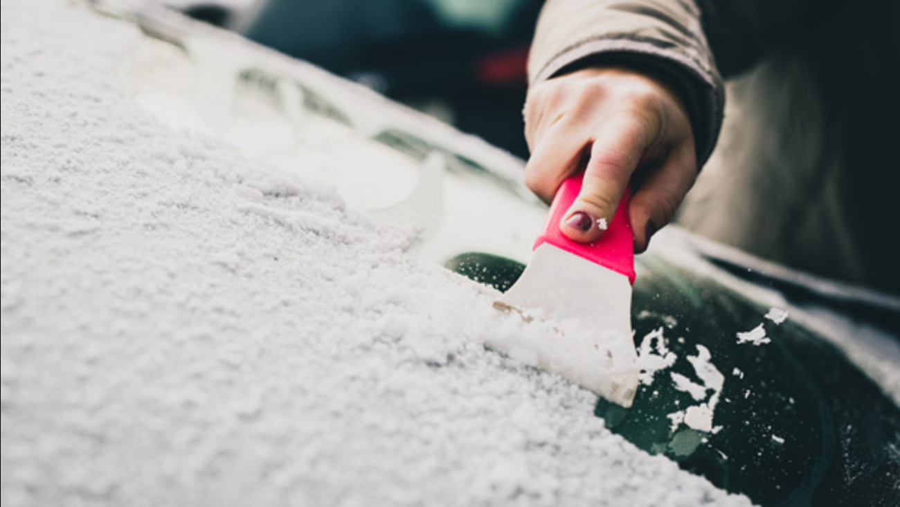 How To Get Ice Off Of Windshield >> Accuweather Tips For Deicing Your Car S Windshield Best