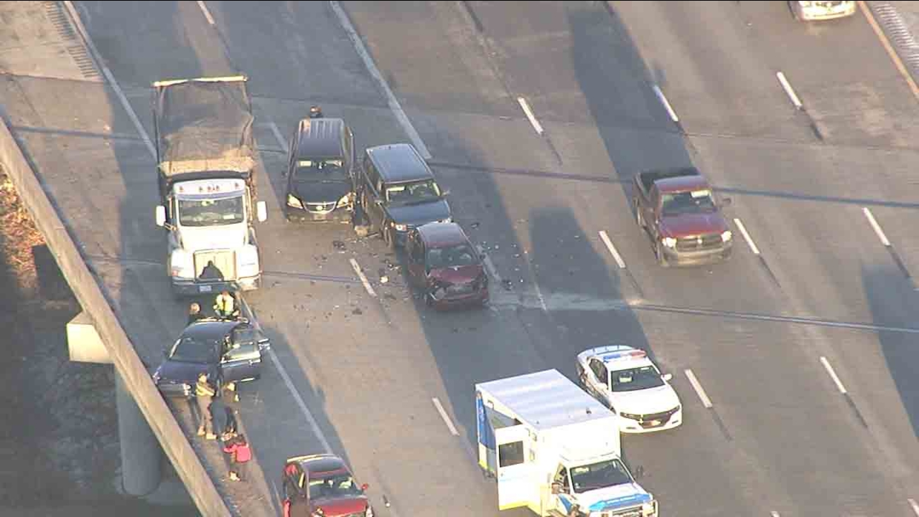 5 car wreck on I-85 slows traffic in northeast Raleigh