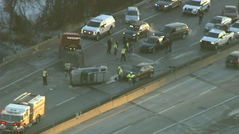 Crash involving 5 vehicles shuts down WB Pennsylvania