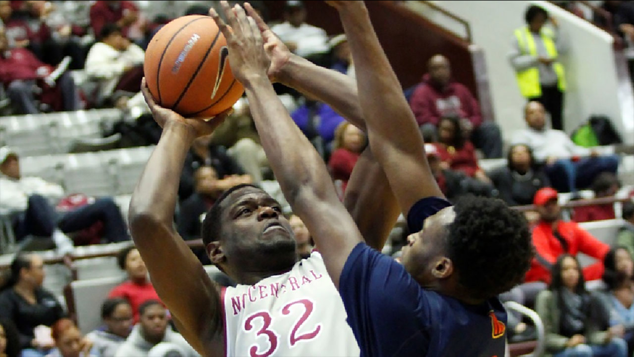 Raasan Davis poured in 18 points to lead the Eagles on Monday night.