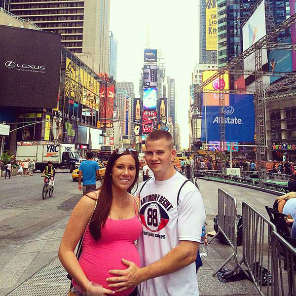 "<div class=""meta image-caption""><div class=""origin-logo origin-image ""><span></span></div><span class=""caption-text"">Jenna and Dan in Times Square (Creative Content Photo/ Facebook, Prayers for Shane)</span></div>"