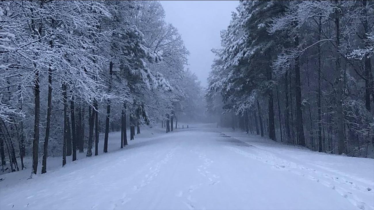 The snow is beautiful at Falls Lake.