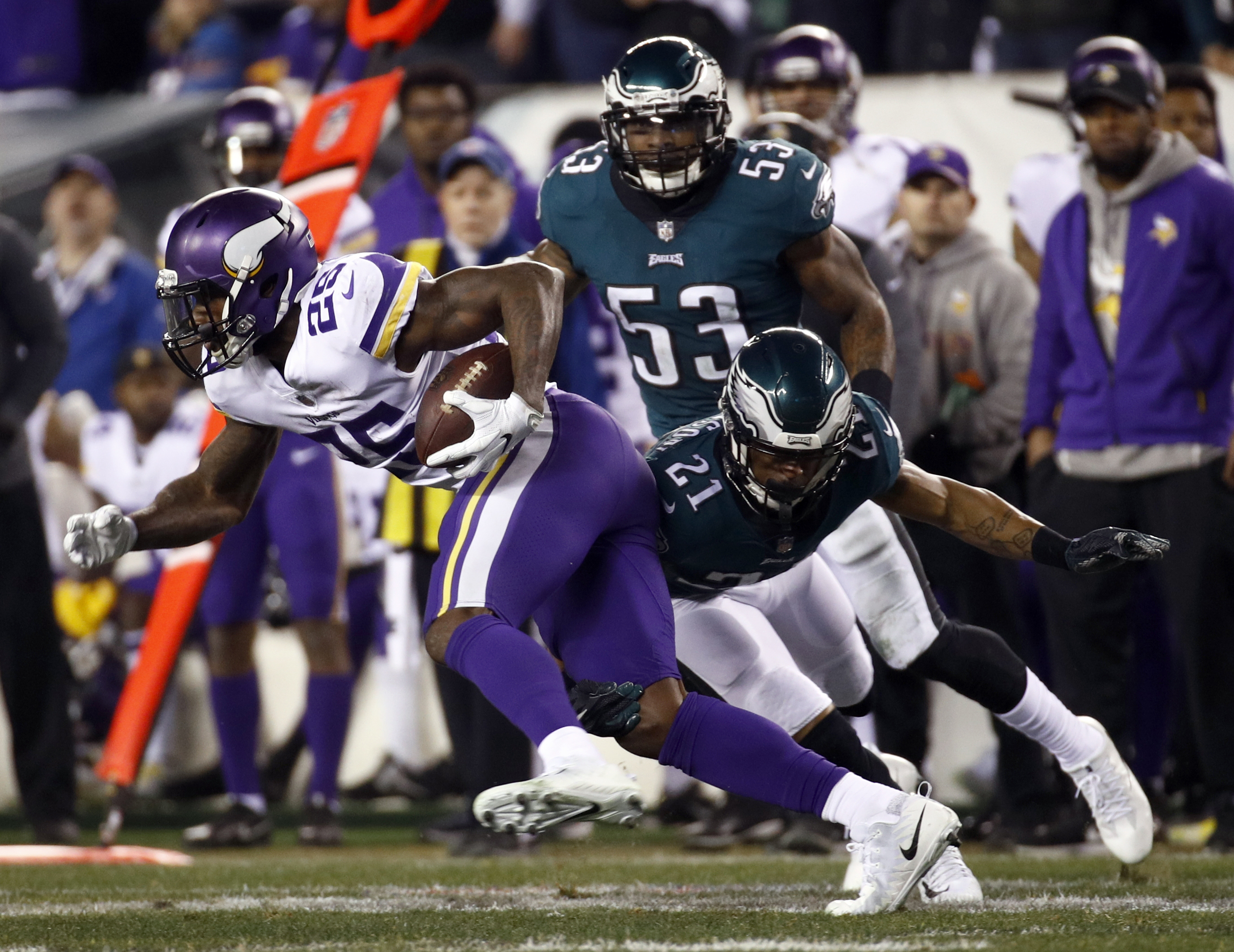 <div class='meta'><div class='origin-logo' data-origin='AP'></div><span class='caption-text' data-credit='AP Photo/Patrick Semansky'>Minnesota Vikings' Latavius Murray gets past Philadelphia Eagles' Patrick Robinson during the second half of the NFL football NFC championship game Sunday, Jan. 21, 2018.</span></div>
