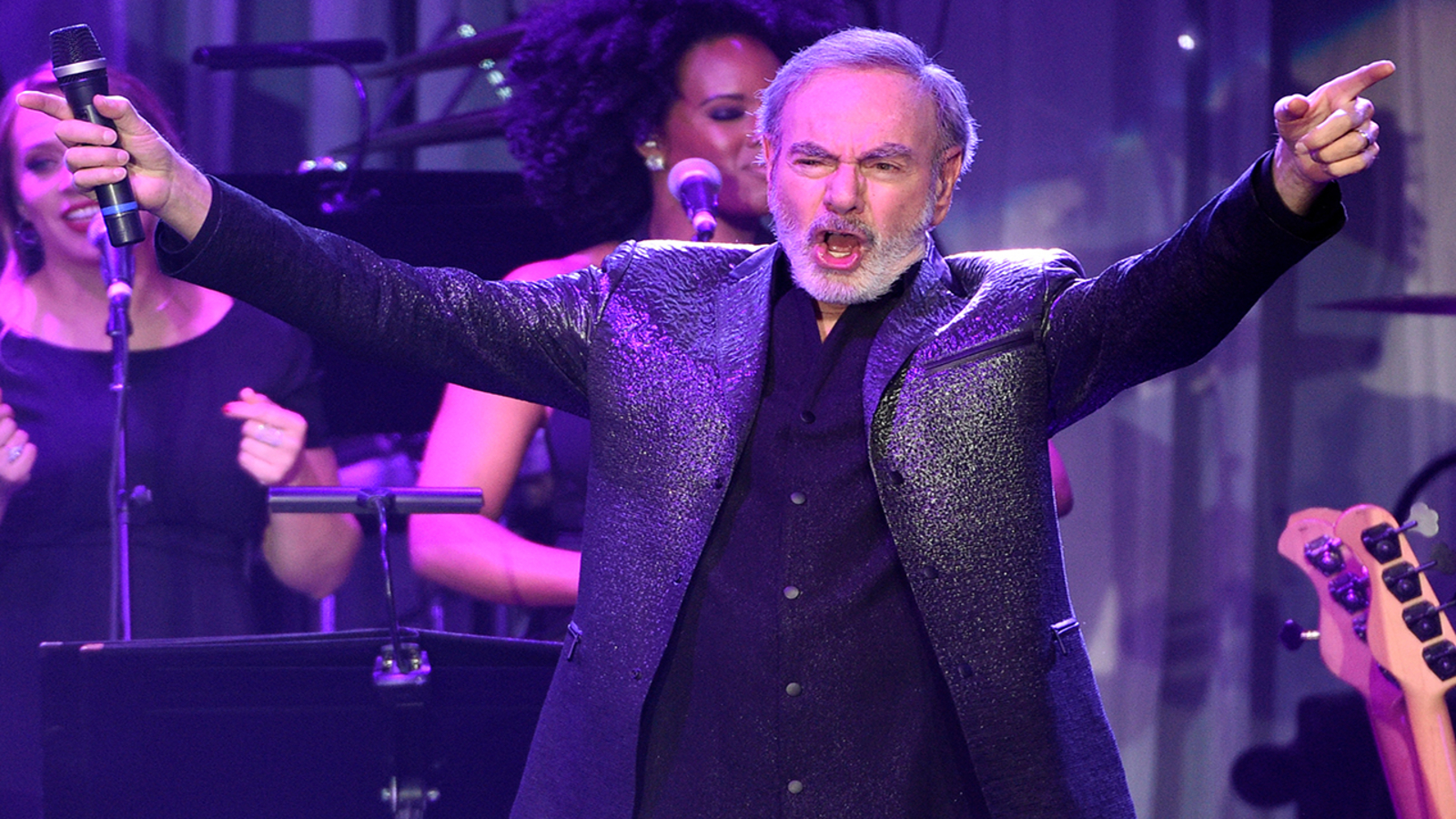 Neil Diamond musical, 'A Beautiful Noise,' set to head to Broadway in 2022