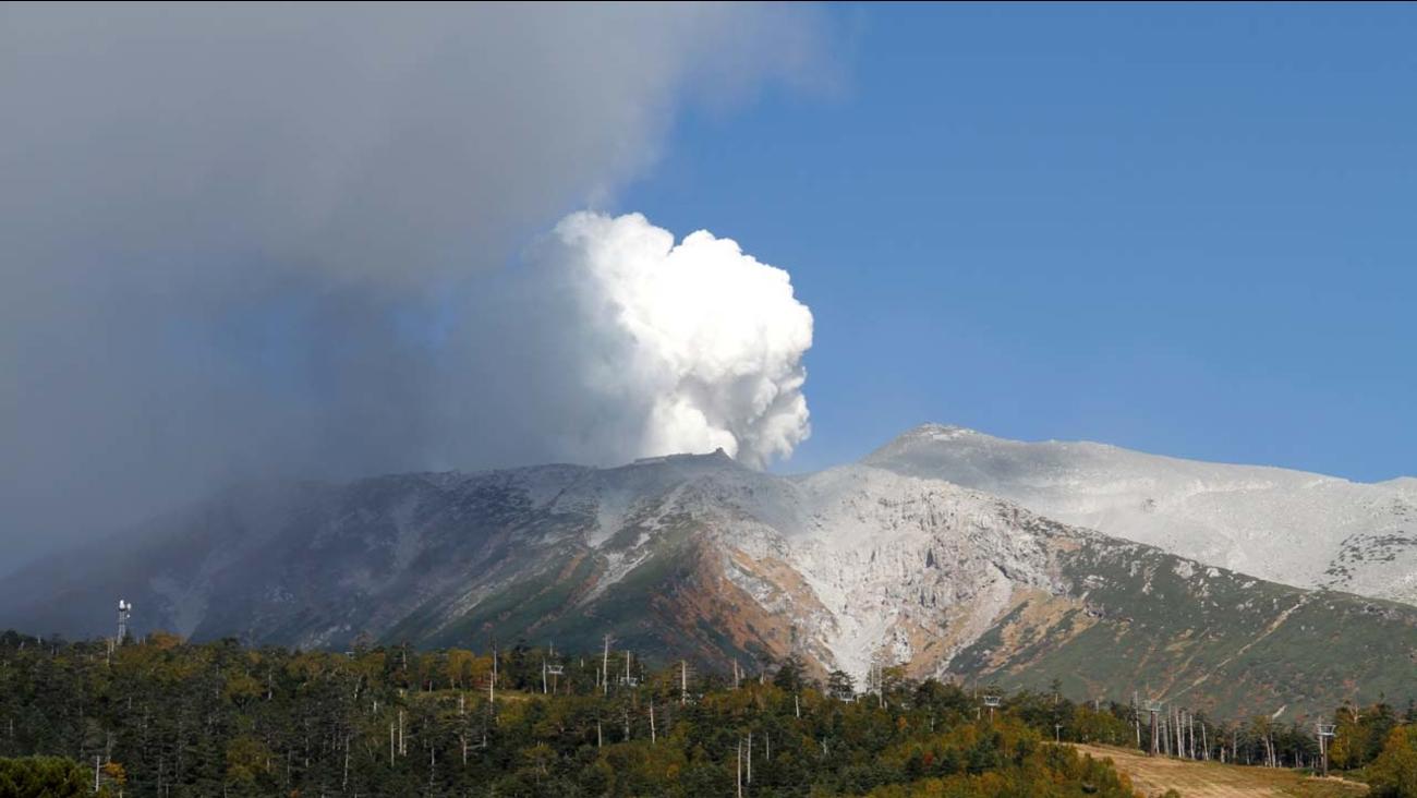 9 injured in apparent volcano eruption near japan ski resort | abc30