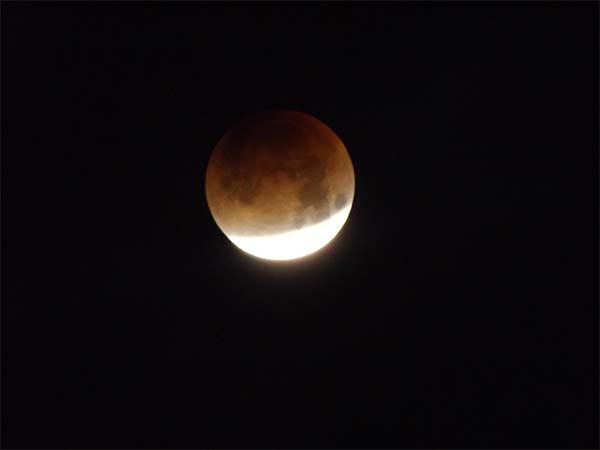 <div class='meta'><div class='origin-logo' data-origin='none'></div><span class='caption-text' data-credit='Vikram Vasan'>ABC7 viewer Vikram Vasan shared this photo of the super blue blood moon on Wednesday, Jan. 31, 2018.</span></div>