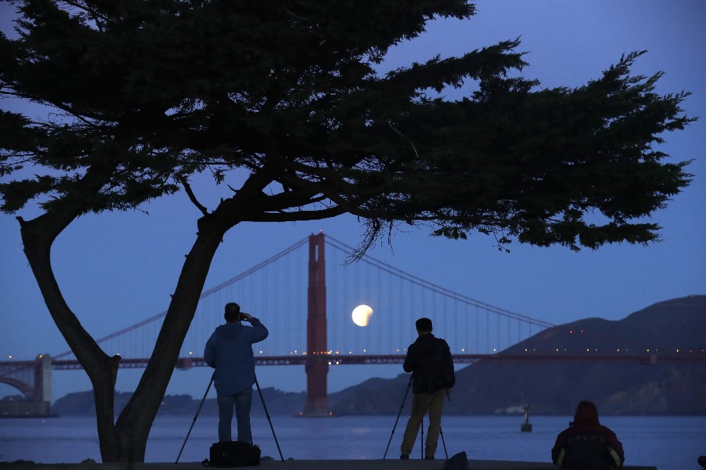 <div class='meta'><div class='origin-logo' data-origin='none'></div><span class='caption-text' data-credit='AP Photo/Marcio Jose Sanchez'>Photographers take in a view of a super blue blood moon as it sets over the Golden Gate Bridge Wednesday, Jan. 31, 2018, in San Francisco.</span></div>