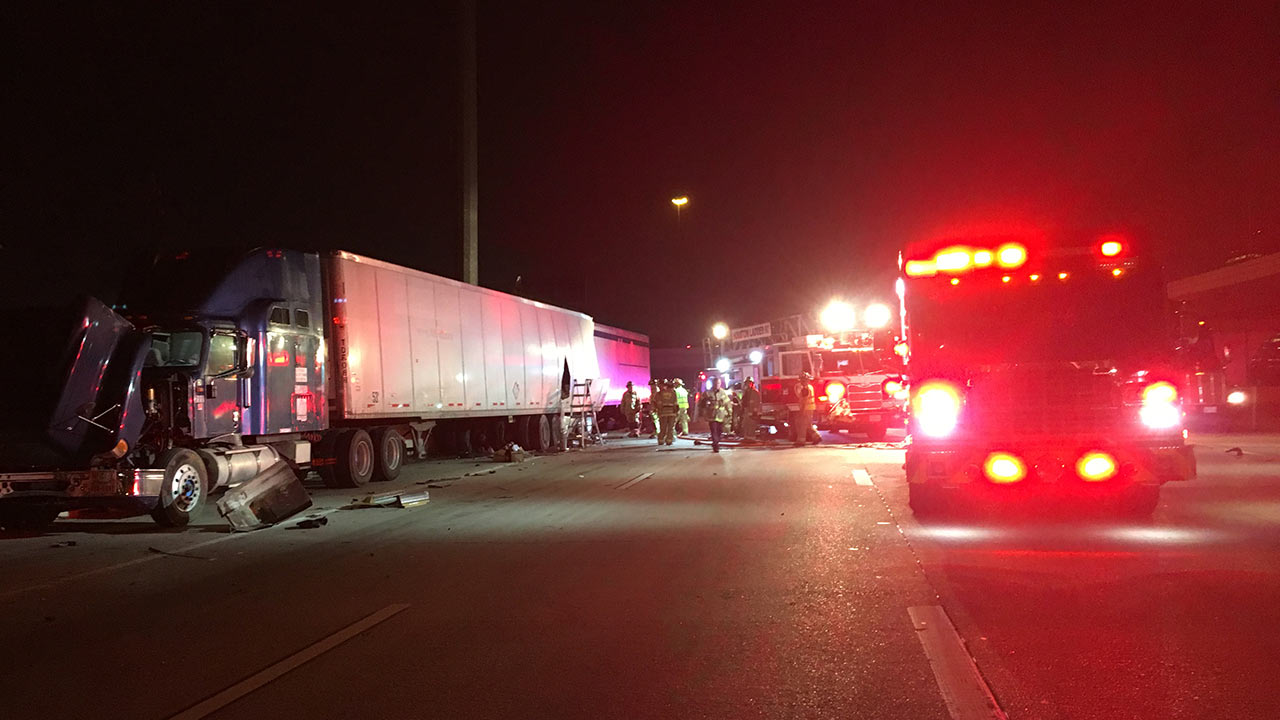 Deadly Crash Involving 18 Wheelers Blocking I 10 Outbound Lanes At Highway 6 Abc13 Com