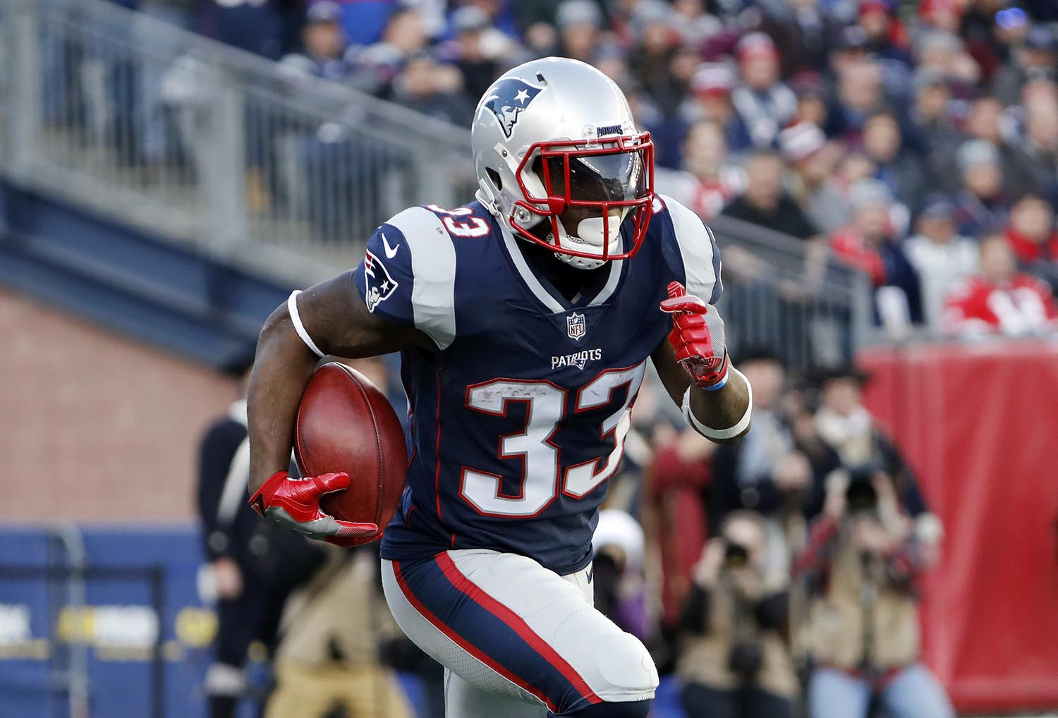 "<div class=""meta image-caption""><div class=""origin-logo origin-image ap""><span>AP</span></div><span class=""caption-text"">New England Patriots' running back Dion Lewis is a native of Albany, NY. (AP Photo/Winslow Townson)</span></div>"