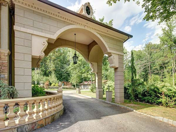 """<div class=""""meta image-caption""""><div class=""""origin-logo origin-image """"><span></span></div><span class=""""caption-text"""">Teresa Giudice and her husband, Joe, of the 'Real Housewives of New Jersey,' are seeking nearly $4 million for the six-bedroom home in Montville. (Photo/Stonybrook Realty)</span></div>"""