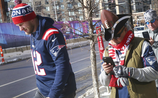 "<div class=""meta image-caption""><div class=""origin-logo origin-image none""><span>none</span></div><span class=""caption-text"">Two New England Patriots fans head to U.S. Bank Stadium for the Super Bowl against the Philadelphia Eagles, Sunday, Feb. 4, 2018, in Minneapolis. AP Photo/Jim Mone) (AP)</span></div>"