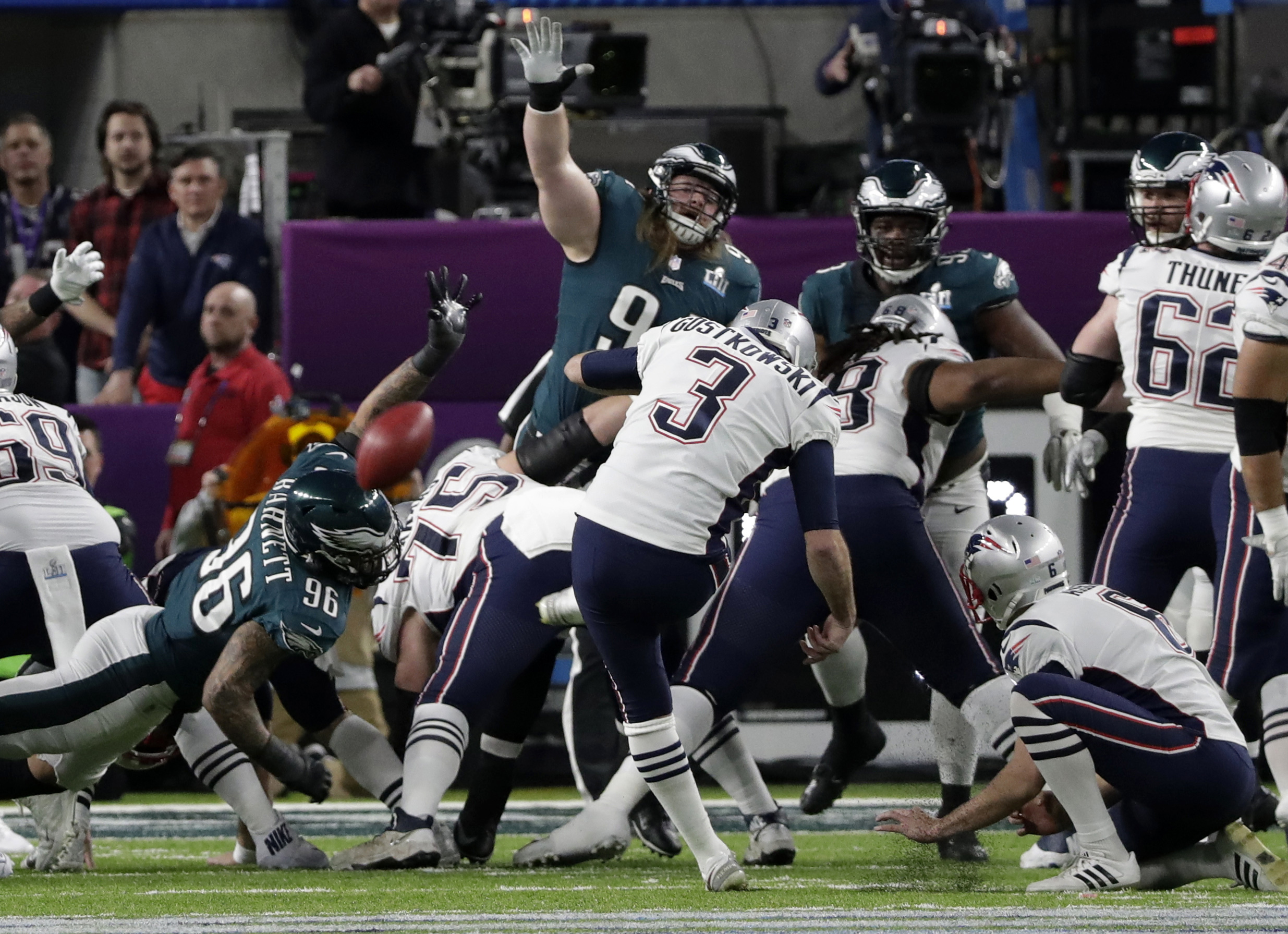 "<div class=""meta image-caption""><div class=""origin-logo origin-image ap""><span>AP</span></div><span class=""caption-text"">New England Patriots kicker Stephen Gostkowski (3), misses a field goal during the first half of the NFL Super Bowl 52 , Sunday, Feb. 4, 2018, in Minneapolis. (AP Photo/Tony Gutierrez)</span></div>"