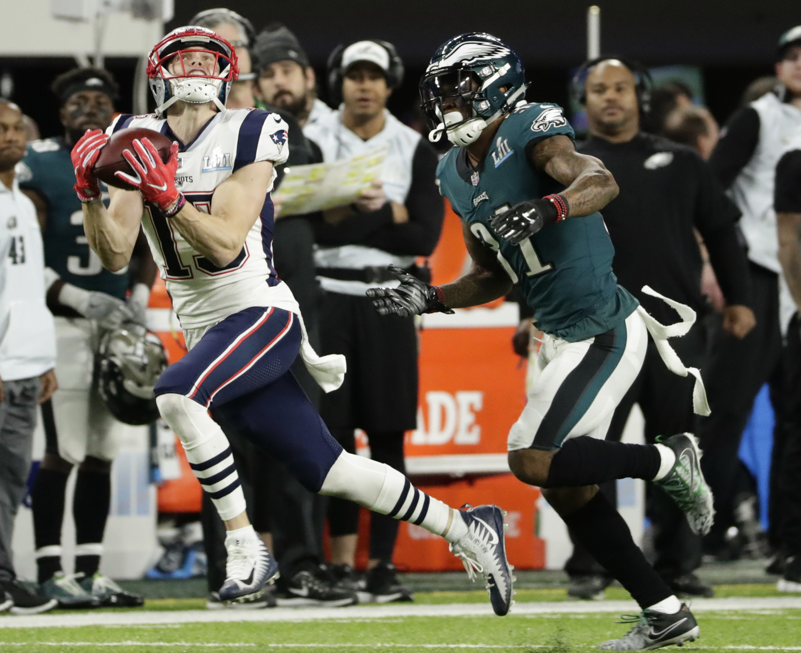"<div class=""meta image-caption""><div class=""origin-logo origin-image ap""><span>AP</span></div><span class=""caption-text"">New England Patriots wide receiver Chris Hogan (15) makes a catch against Philadelphia Eagles cornerback Jalen Mills (31). (AP Photo/Frank Franklin II)</span></div>"