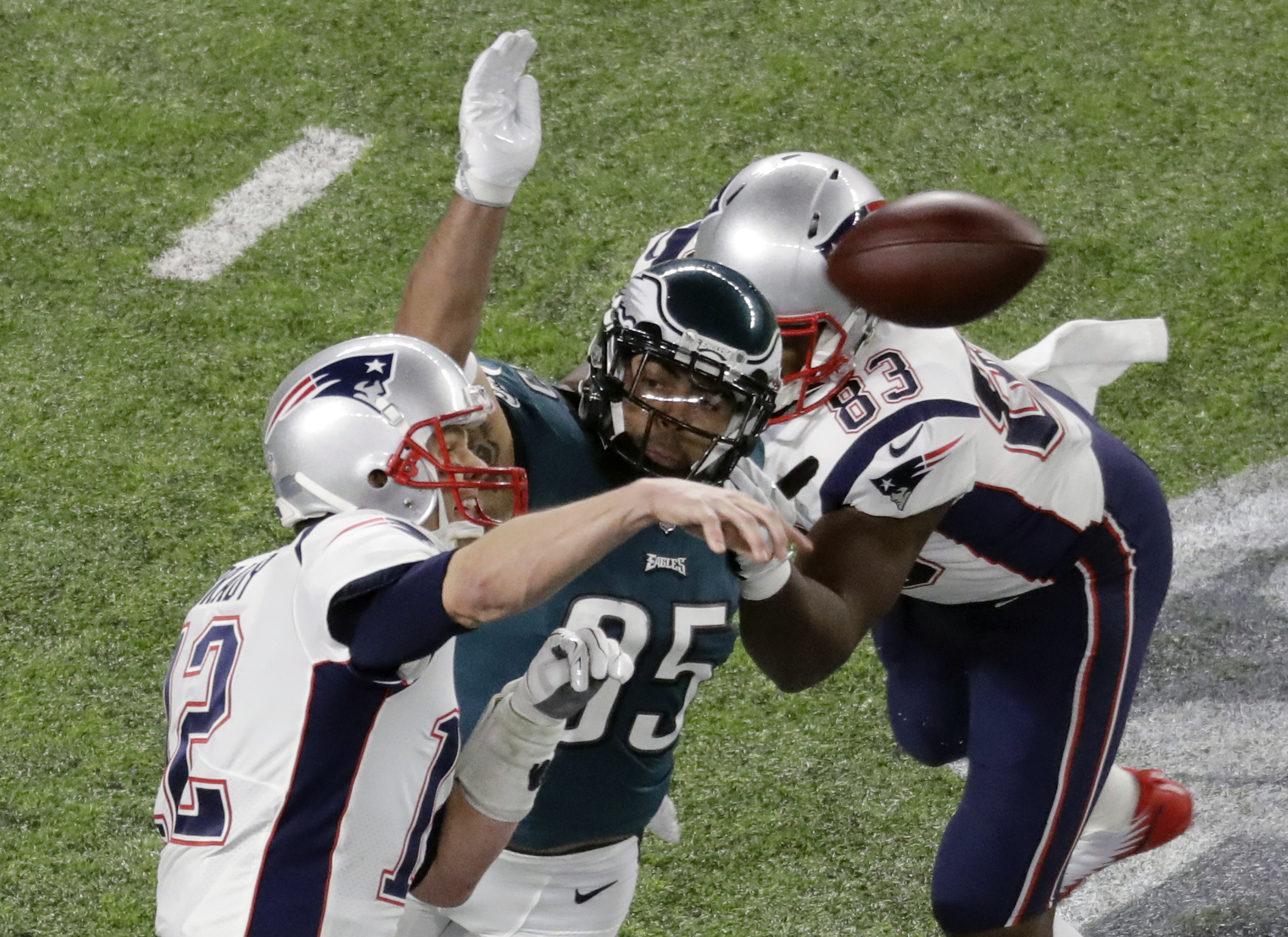 "<div class=""meta image-caption""><div class=""origin-logo origin-image ap""><span>AP</span></div><span class=""caption-text"">New England Patriots quarterback Tom Brady, left, passes against the Philadelphia Eagles during the second half. (AP Photo/Eric Gay)</span></div>"