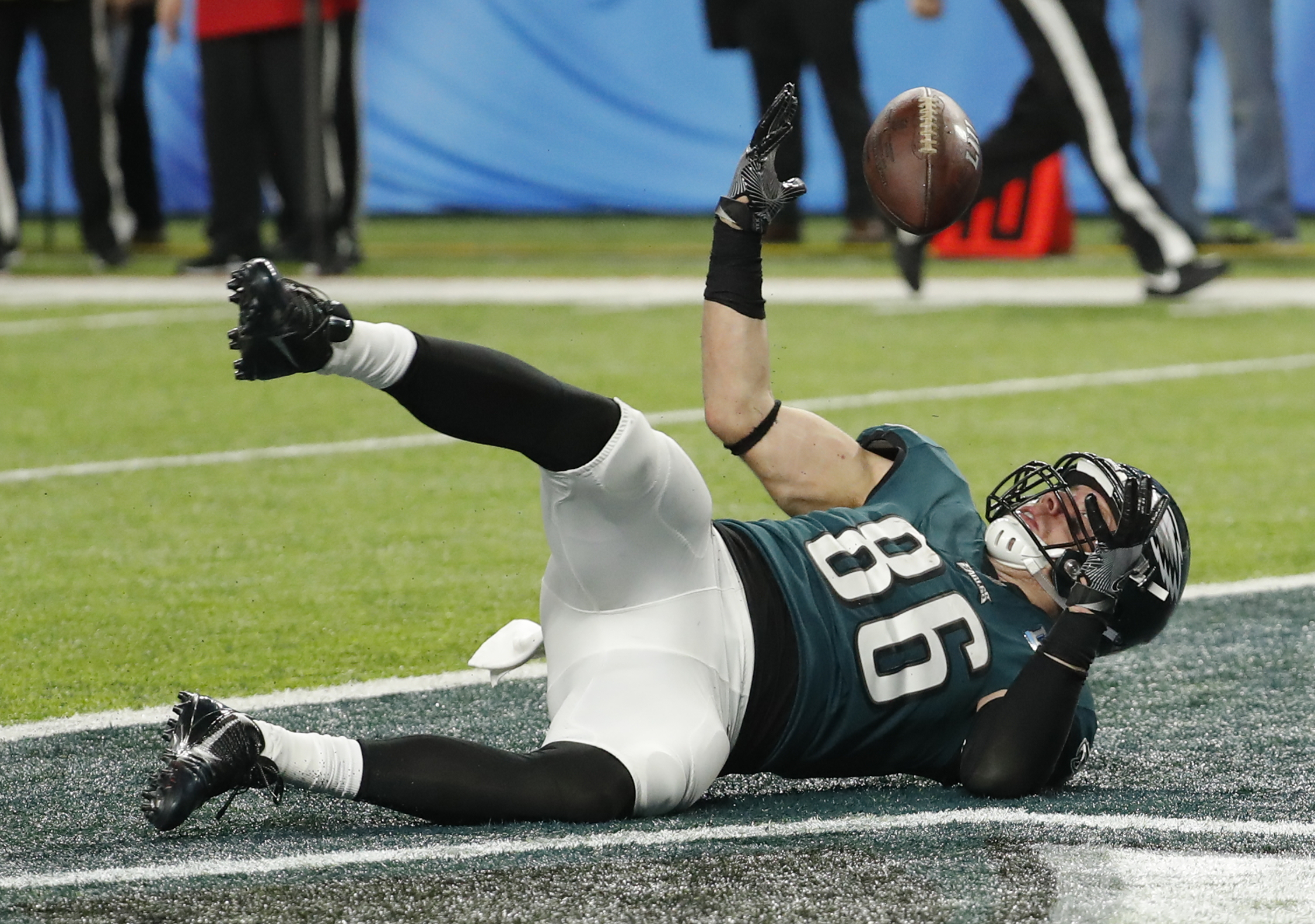 <div class='meta'><div class='origin-logo' data-origin='AP'></div><span class='caption-text' data-credit='AP Photo/Charlie Neibergall'>Philadelphia Eagles tight end Zach Ertz (86) bobbles the ball as he dives into the end zone for a touchdown, during the second half of NFL Super Bowl 52.</span></div>