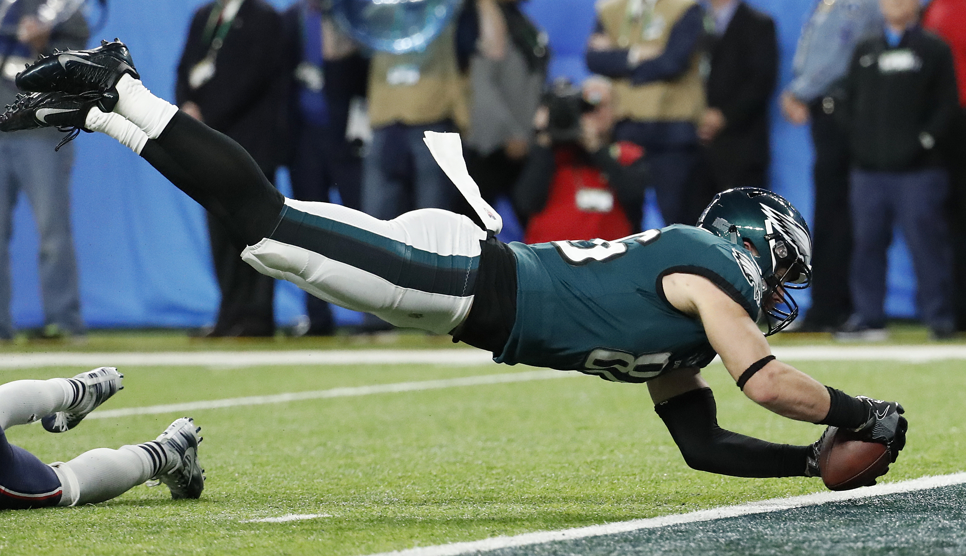<div class='meta'><div class='origin-logo' data-origin='AP'></div><span class='caption-text' data-credit='AP Photo/Matt York'>Philadelphia Eagles' Zach Ertz catches a touchdown pass during the second half of the NFL Super Bowl 52 football game against the New England Patriots.</span></div>