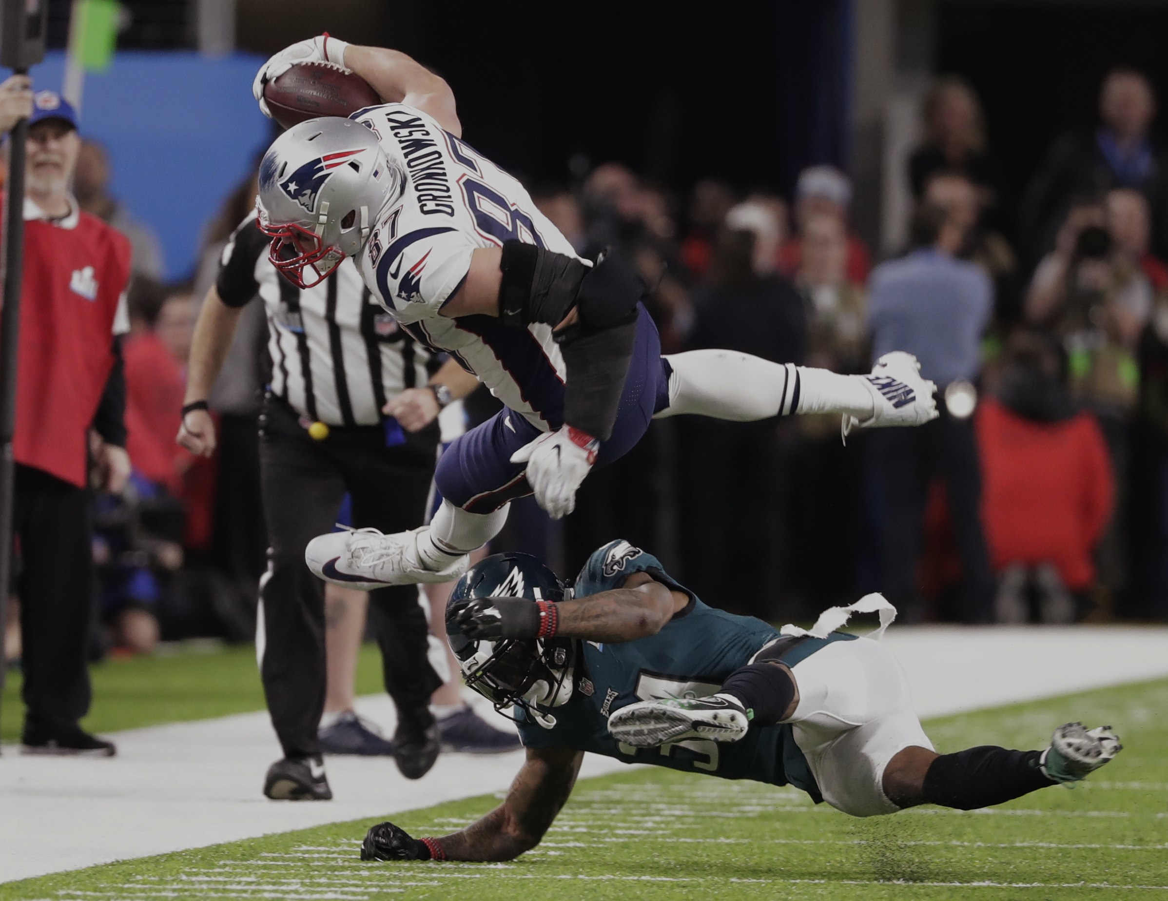 <div class='meta'><div class='origin-logo' data-origin='AP'></div><span class='caption-text' data-credit='AP Photo/Tony Gutierrez'>Philadelphia Eagles cornerback Jalen Mills (31) tackles New England Patriots tight end Rob Gronkowski (87), during the second half.</span></div>