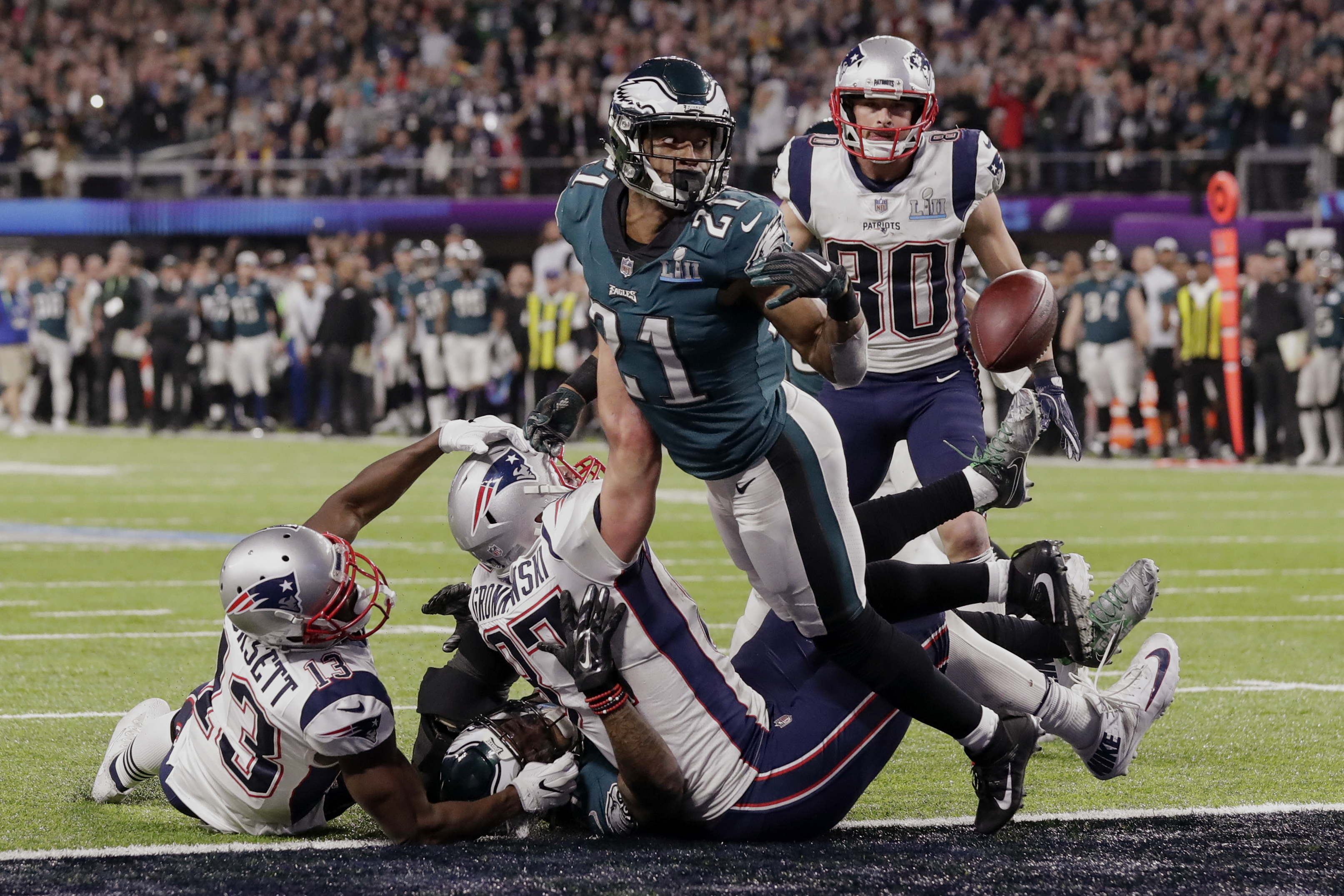 <div class='meta'><div class='origin-logo' data-origin='AP'></div><span class='caption-text' data-credit='AP Photo/Tony Gutierrez'>Philadelphia Eagles cornerback Patrick Robinson (21) looks at the loose ball, during the second half of the NFL Super Bowl 52 football game against the New England Patriots.</span></div>