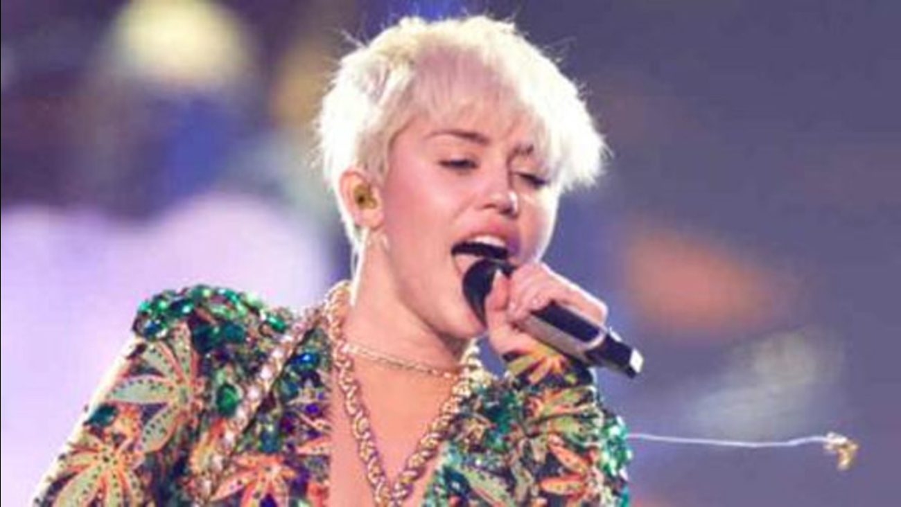 Miley Cyrus still hospitalized, postpones Philly show ...