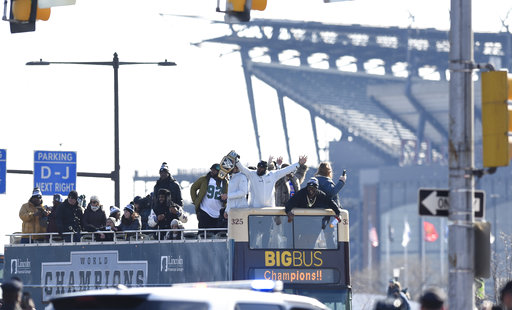 "<div class=""meta image-caption""><div class=""origin-logo origin-image ap""><span>AP</span></div><span class=""caption-text"">Philadelphia Eagles NFL football team players gesture to fansduring the Super Bowl LII victory parade, Thursday, Feb 8, 2018, in Philadelphia. (AP Photo/Michael Perez) (AP)</span></div>"
