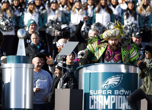 "<div class=""meta image-caption""><div class=""origin-logo origin-image ap""><span>AP</span></div><span class=""caption-text"">Philadelphia Eagles center Jason Kelce speaks in front of the Philadelphia Museum of Art after a Super Bowl victory parade Thursday, Feb. 8, 2018 (AP Photo/Alex Brandon) (AP)</span></div>"