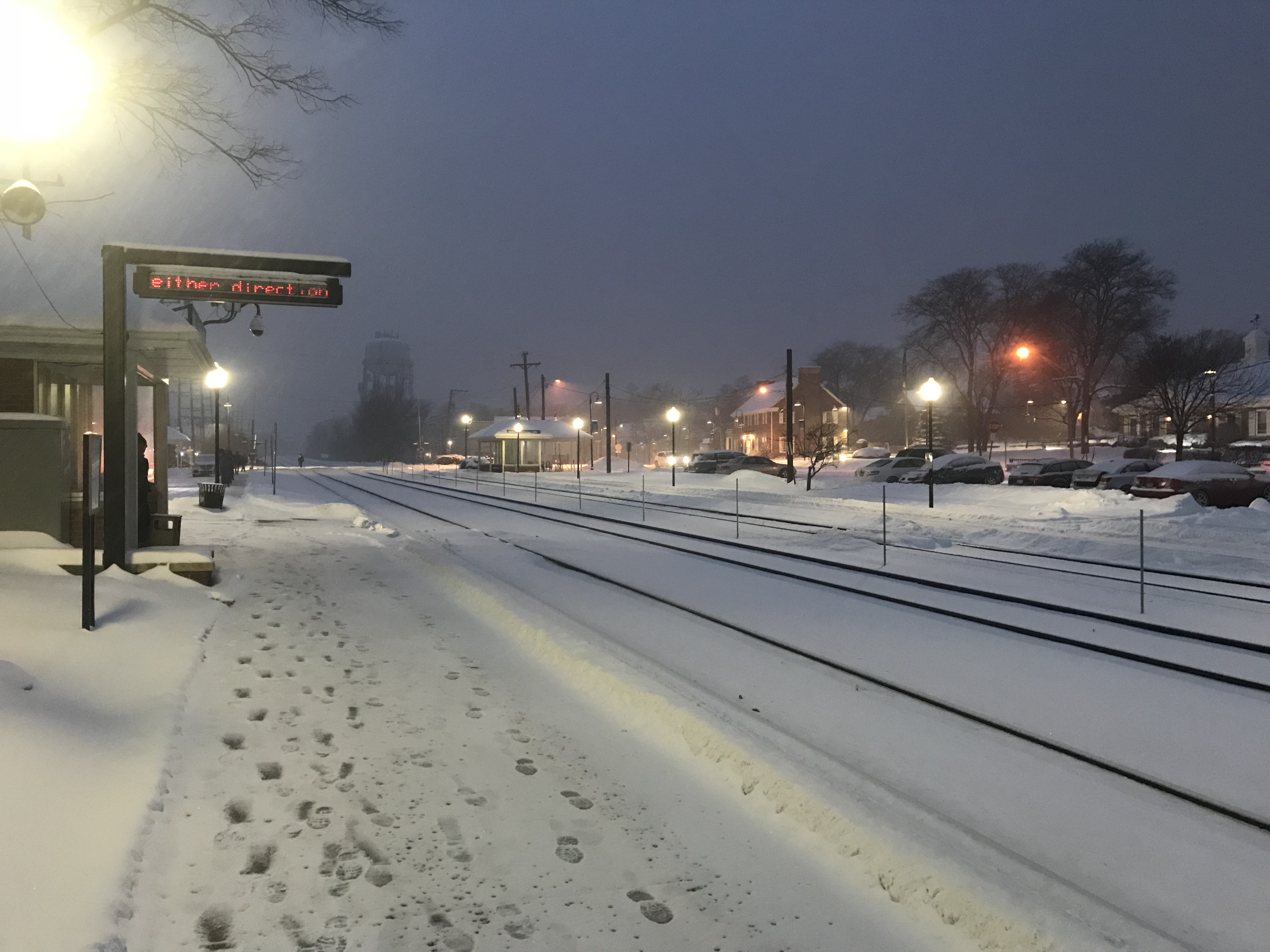 <div class='meta'><div class='origin-logo' data-origin='WLS'></div><span class='caption-text' data-credit='Jeff Marchese'>Snow in Clarendon Hills</span></div>