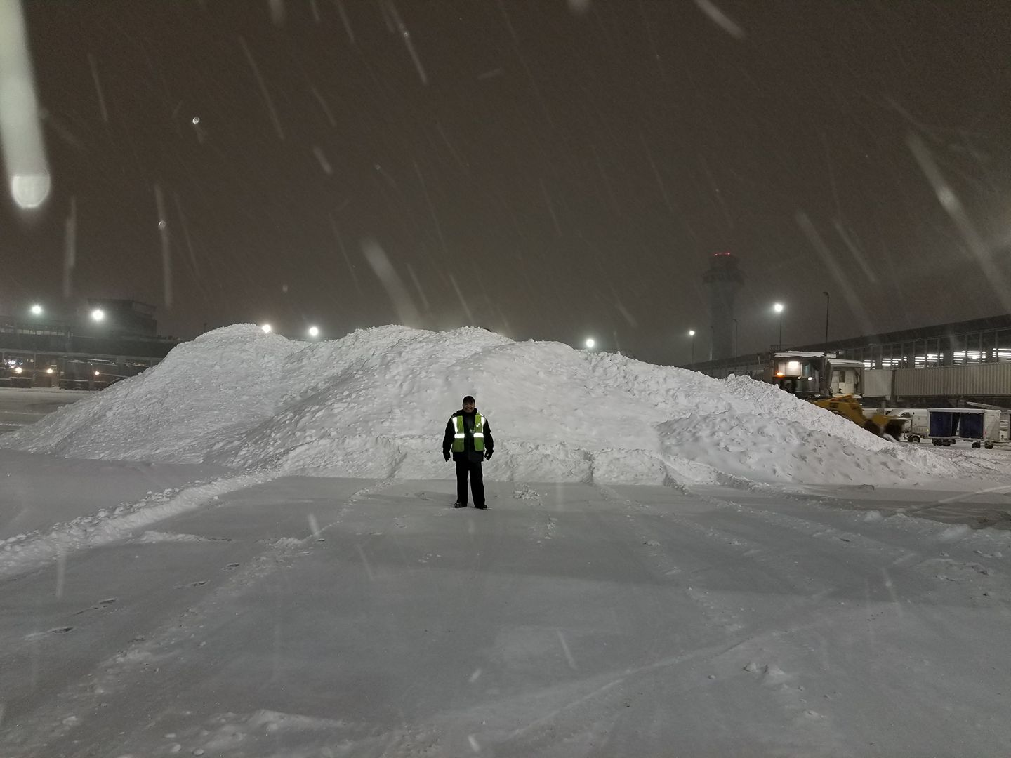 <div class='meta'><div class='origin-logo' data-origin='WLS'></div><span class='caption-text' data-credit='Mike Gonzalez'>A snow pile at O'Hare</span></div>