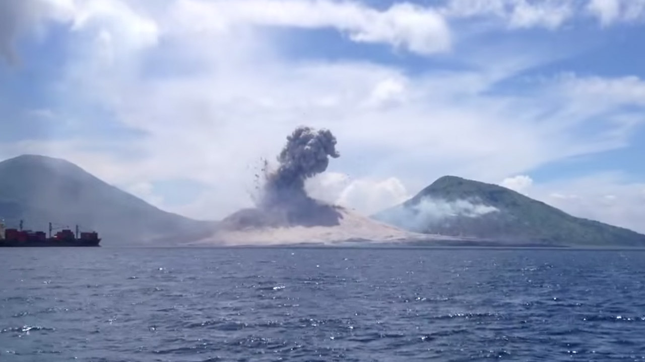 INCREDIBLE VIDEO: Boater captures sonic boom created by ...