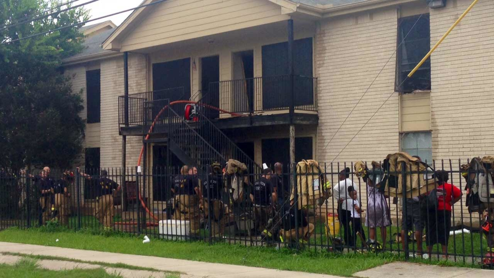 Fire Breaks Out At Apartment Complex On Houston S South
