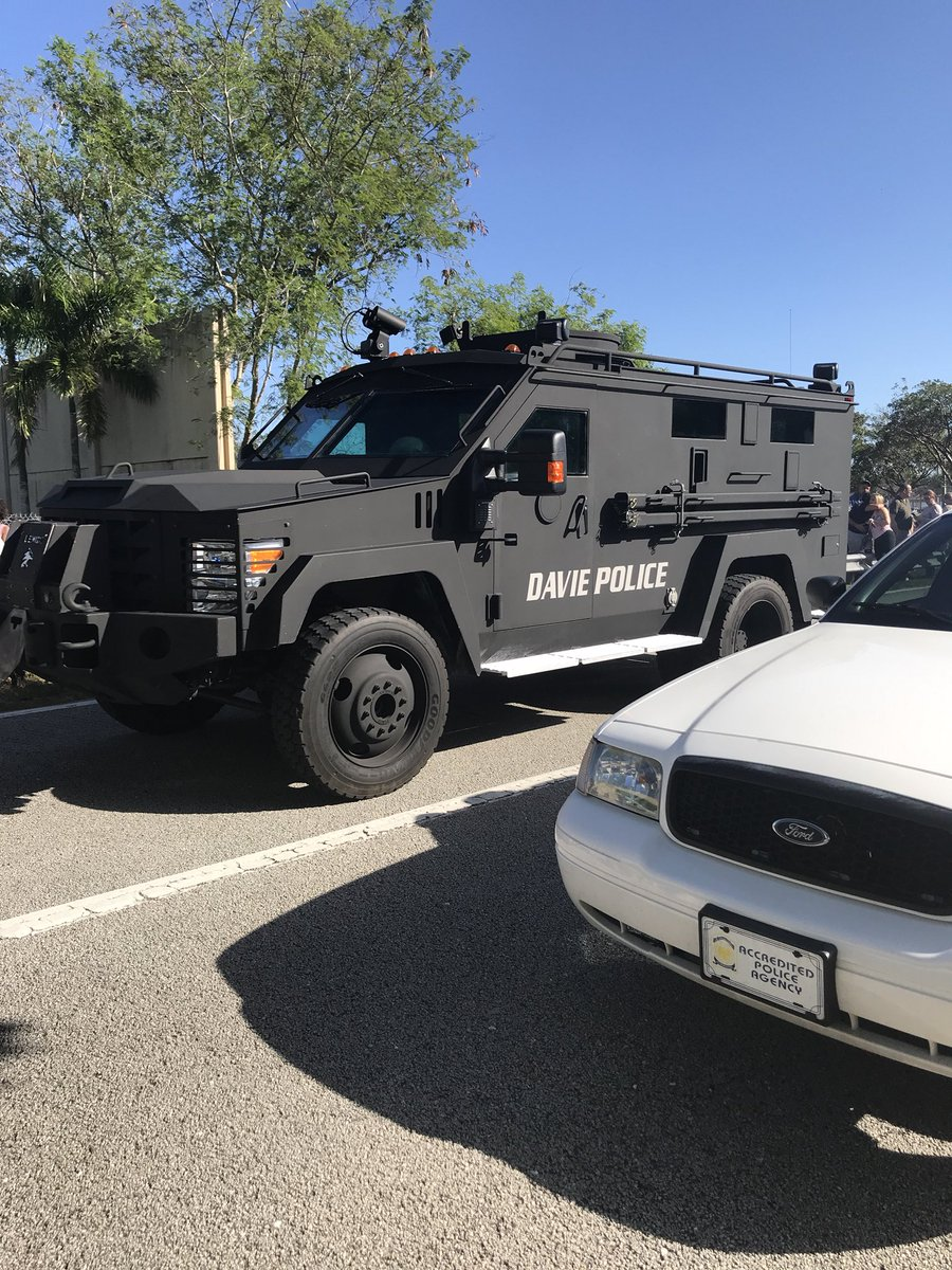 "<div class=""meta image-caption""><div class=""origin-logo origin-image kgo""><span>kgo</span></div><span class=""caption-text"">Photos from the scene show law enforcement response to a shooting at a Florida high school. (grumpyhaus/Twitter)</span></div>"