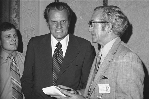 "<div class=""meta image-caption""><div class=""origin-logo origin-image ap""><span>AP</span></div><span class=""caption-text"">Billy Graham at Philadelphia conference of Southern Baptists in June 1972. Others unidentified. (AP Photo) (AP)</span></div>"