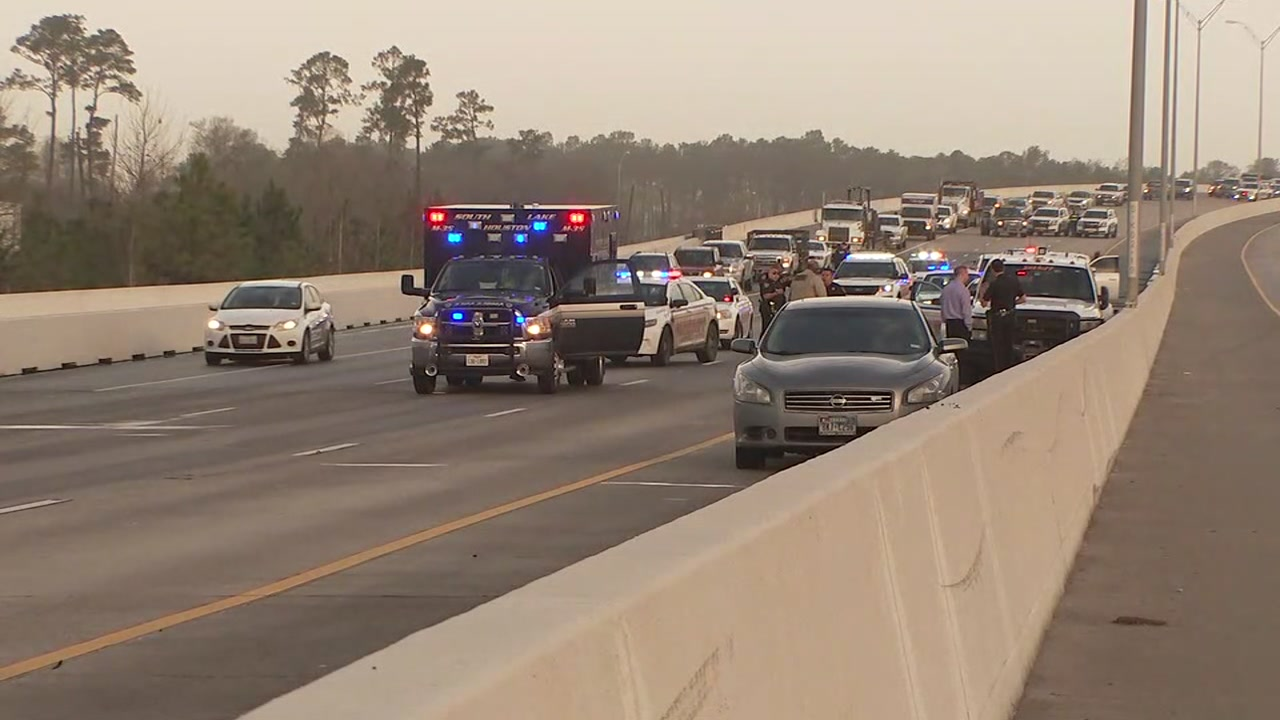 Harris County deputy transported to hospital after wreck on Beltway