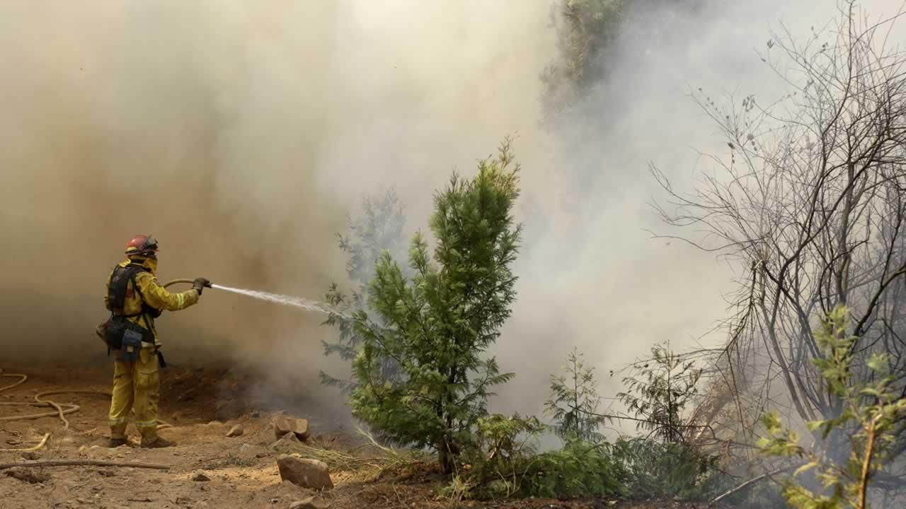 "<div class=""meta image-caption""><div class=""origin-logo origin-image ""><span></span></div><span class=""caption-text"">A firefighter hoses down flames from the King fire near Fresh Pond, Calif., Wednesday, Sept. 17, 2014. (P Photo/Rich Pedroncelli)</span></div>"