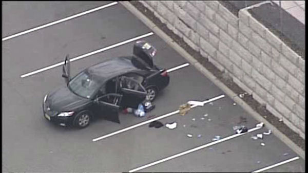 Police Officer Suspect Shot In Shopping Center Parking Lot In Garfield Abc7ny Com