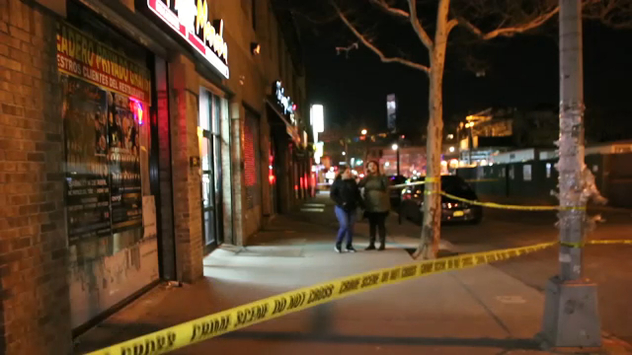 1 dead, 2 injured in stabbing during brawl in Queens | abc7ny.com