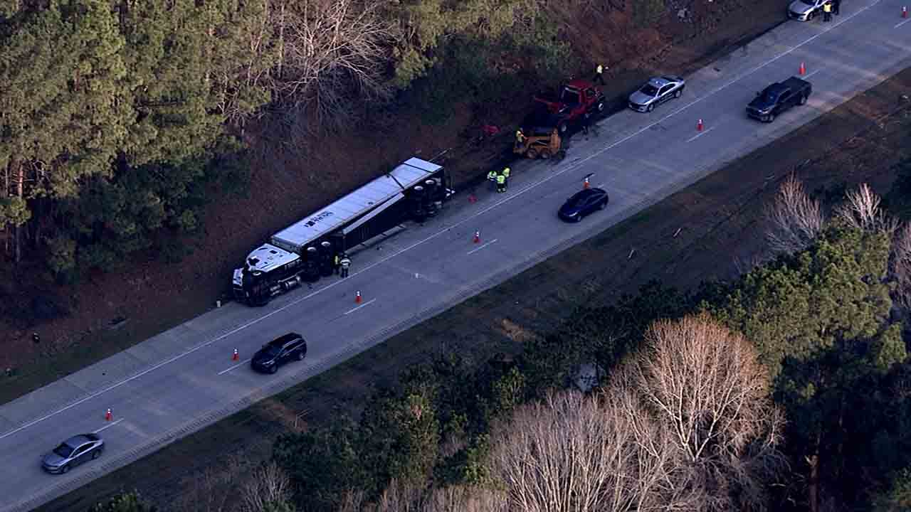 Overturned tractor-trailer causes delays, closure on I-40 in Johnston County