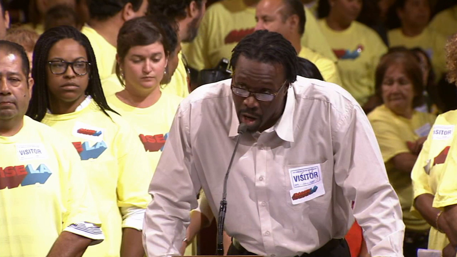 Los Angeles City Council tentatively approves $15.37 wage for hotel workers