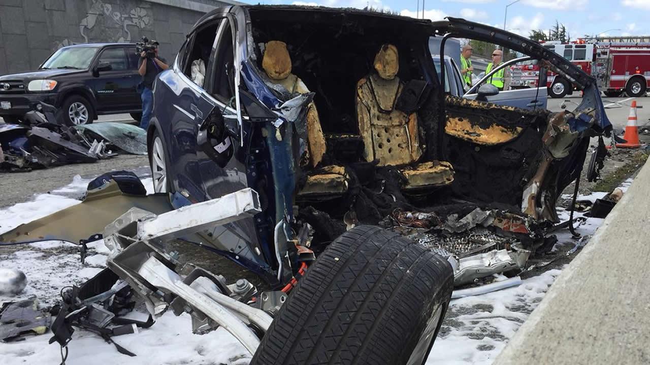 tesla driver killed in fiery crash on highway 101 in mountain view rh abc7news com tesla crash highway 101 tesla crash 101 video