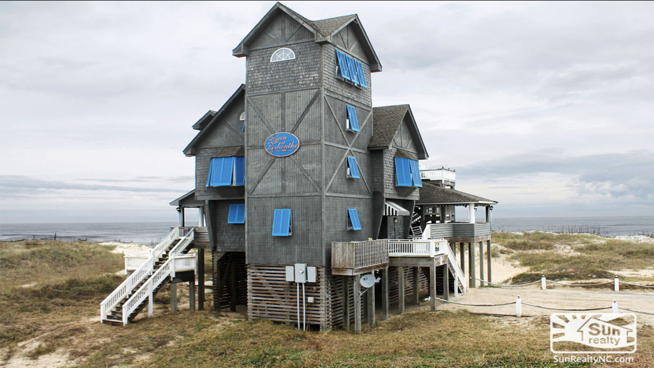 """The famous """"Nights in Rodanthe"""" house is up for sale"""