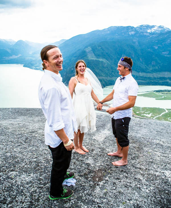 "<div class=""meta image-caption""><div class=""origin-logo origin-image ""><span></span></div><span class=""caption-text"">Professional skier, Pep Fujas, officiated the wedding. (JohnLloydPhoto.com)</span></div>"