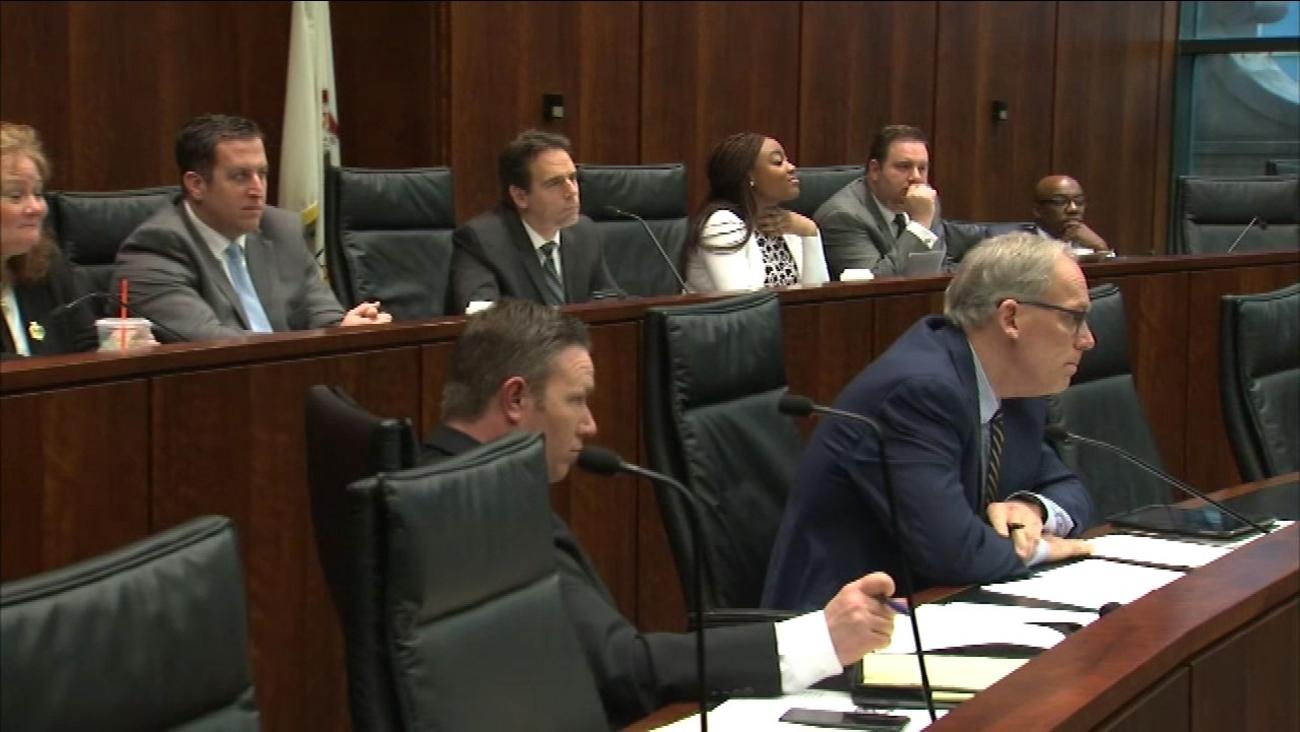 Illinois Senate panel looks at Internet gaming