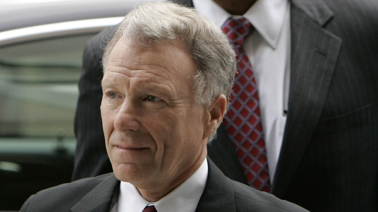 Trump pardons ex-Cheney aide Scooter Libby